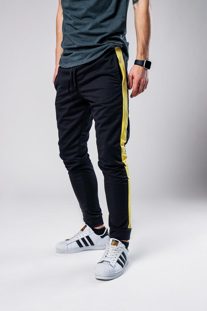 Чоловічі штани спортивні чорні з жовтим. Живе фото