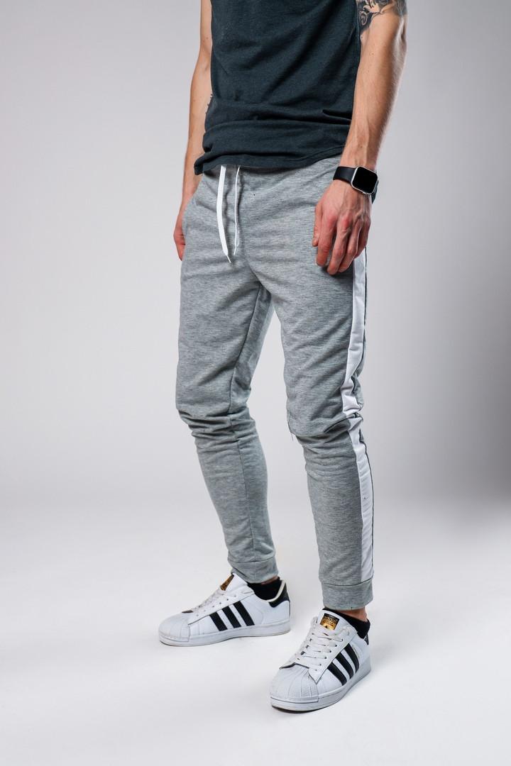 Чоловічі спортивні штани сірі з білим. Живе фото