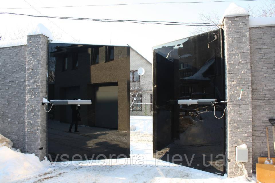 Распашные ворота из стекла