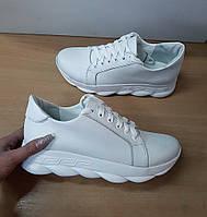 Белые кросовки из натуральной кожи