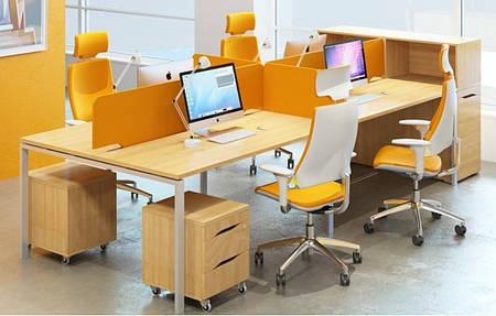 Рабочее место 4х офисных сотрудников с экранами  М1