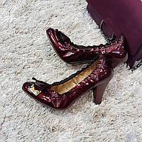 Туфли женские на каблуке из натуральной кожи красные