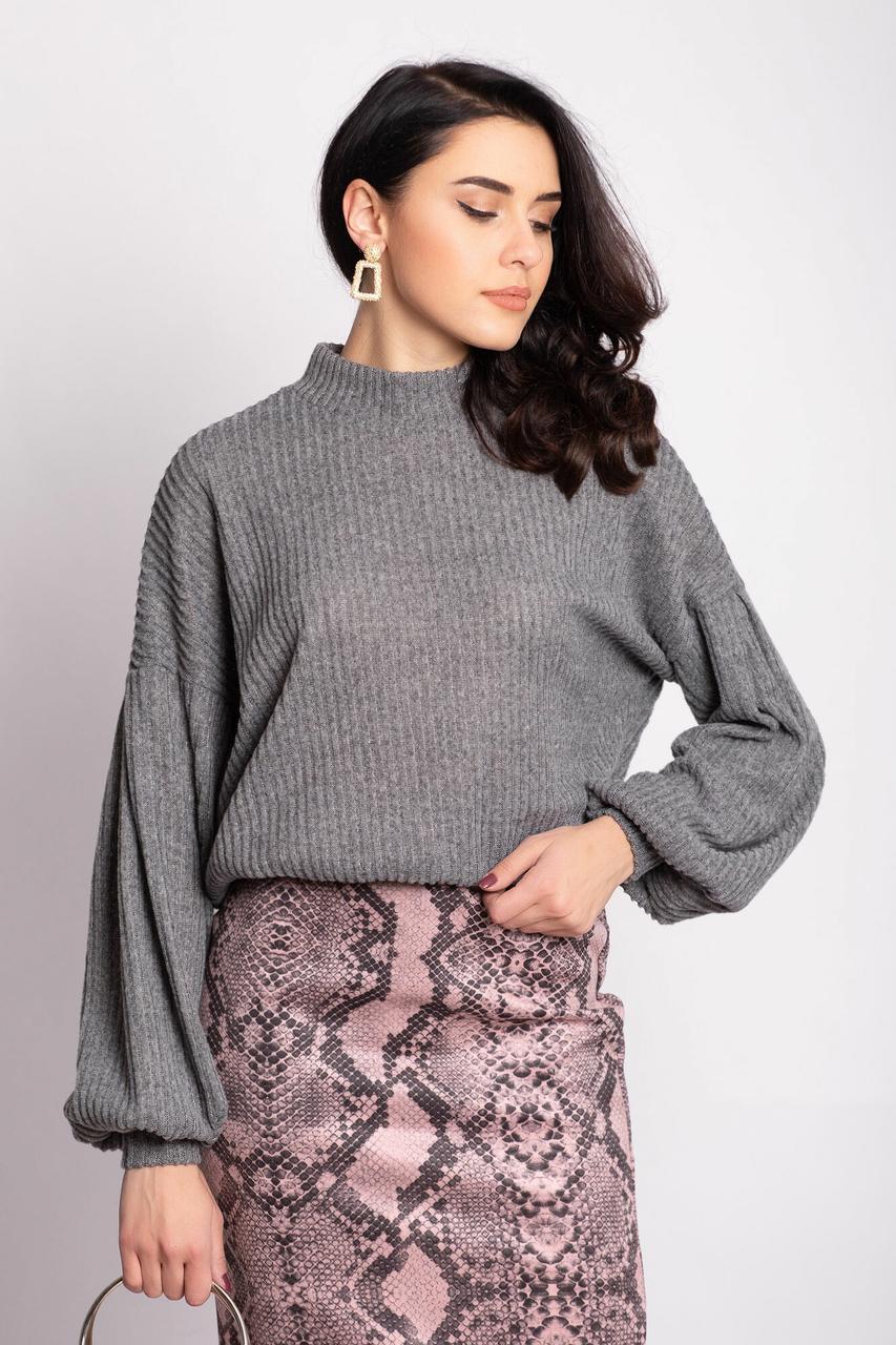 Серый трикотажный свитер EMMY в рубчик с широкими рукавами на манжетах