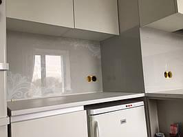 Стеновая панель из стекла