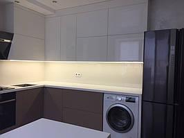 Кухонный фартук из белого стекла