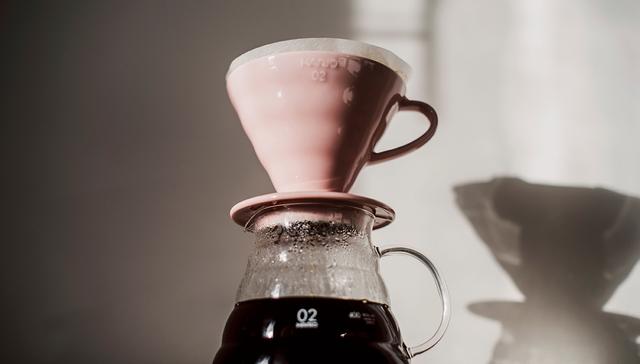 альтернативное заваривание кофе, пуровер харио розовый. Дриппер, воронка заказать