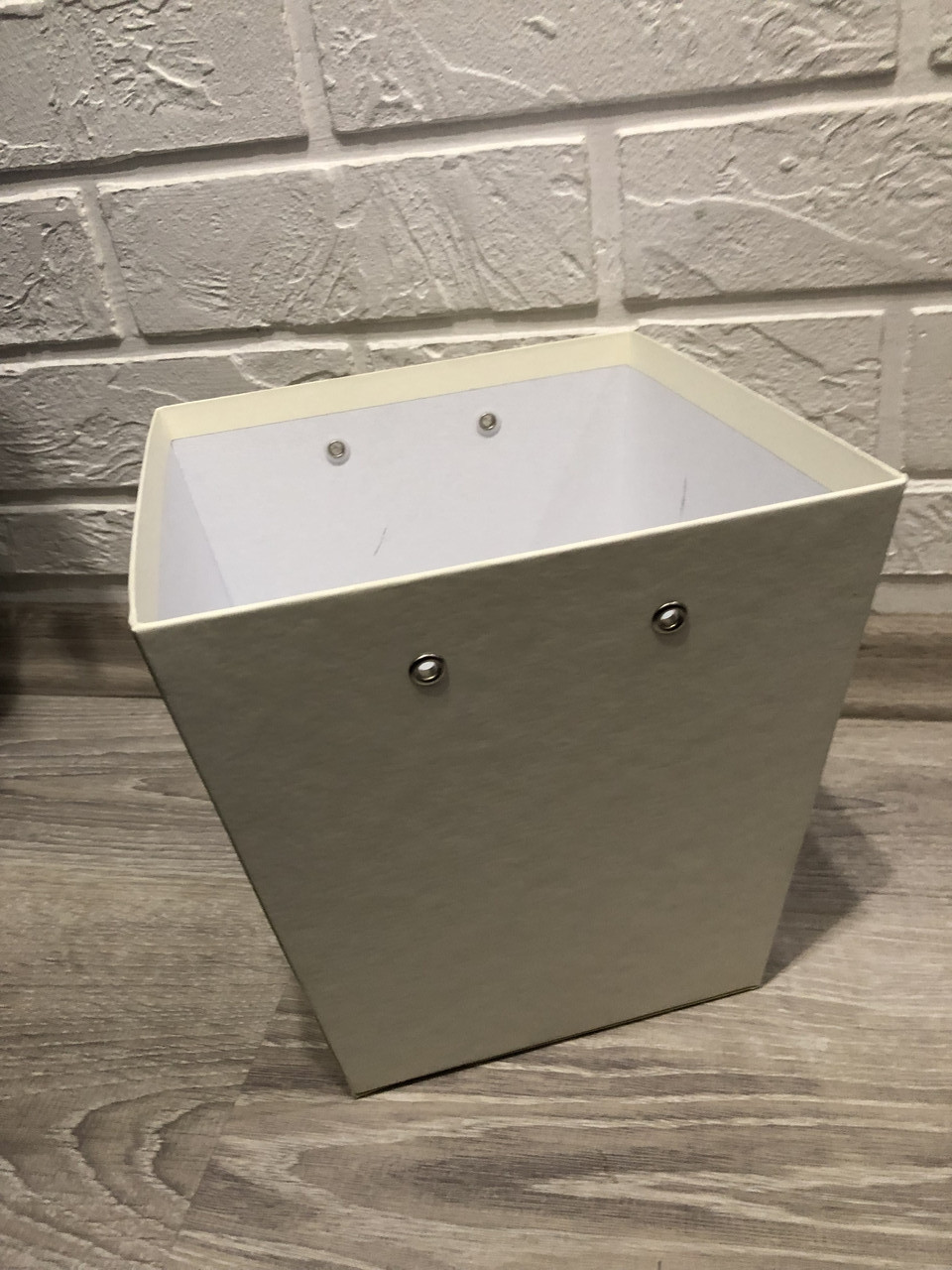 Картонная коробка под цветы Трапеция 200*150*200 мм без ручек