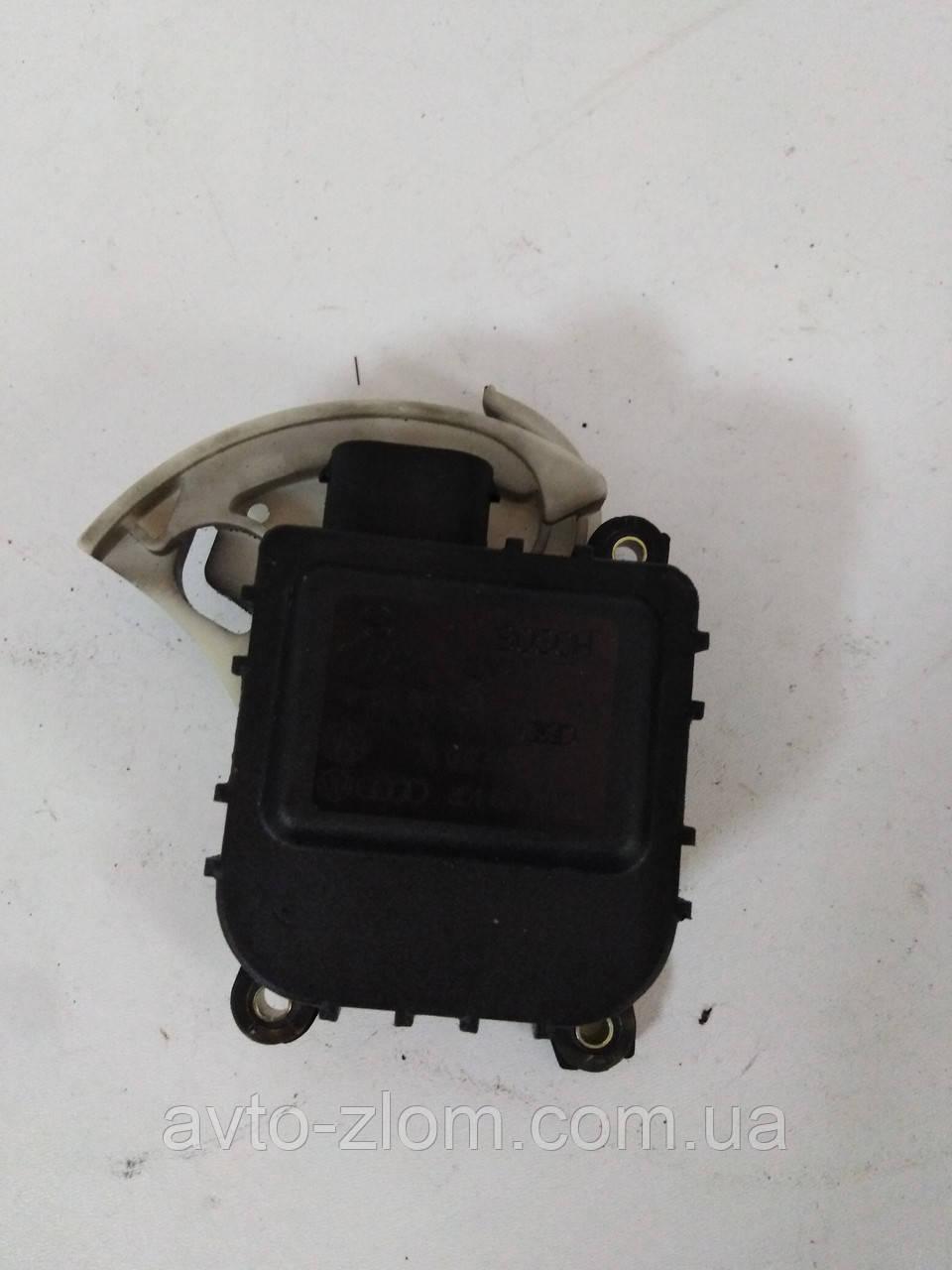 Моторчик, привод заслонки печки Volkswagen Passat B5, Audi A4, Пассат Б5, Ауди А4. 8D1820511C, 0132801148.