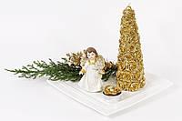 Декоративная композиция: тарелка фарфоровая, свеча в форме елки (h=19см),свеча роза (d=4см), фигурка полистоун (h=10см), ветка хвои искусственная с