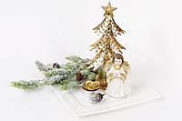 Декоративная композиция: тарелка фарфоровая, елка металлическая (h=20см), фигурка полистоун (h=10см), свеча (d=4см), ветка хвои искусственная
