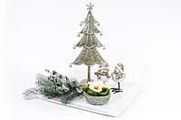 Декоративная композиция: тарелка фарфоровая, елка металлическая (h=33см), фигурка керамика 2 шт (h=12см), свеча (d=10см), ветка хвои искусственная