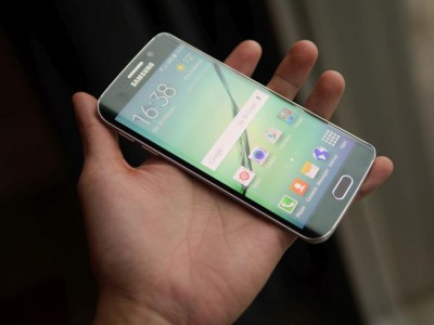 У Samsung Galaxy S6 Edge батарея приклеєна до дисплея