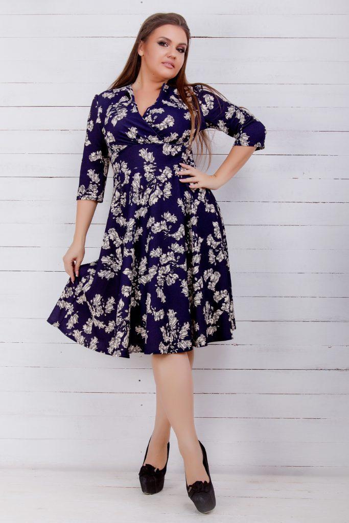 Трикотажное платье с рисунком синее 8199