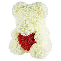 Подарочный Мишка из розочек с сердцем, белый с красным сердцем