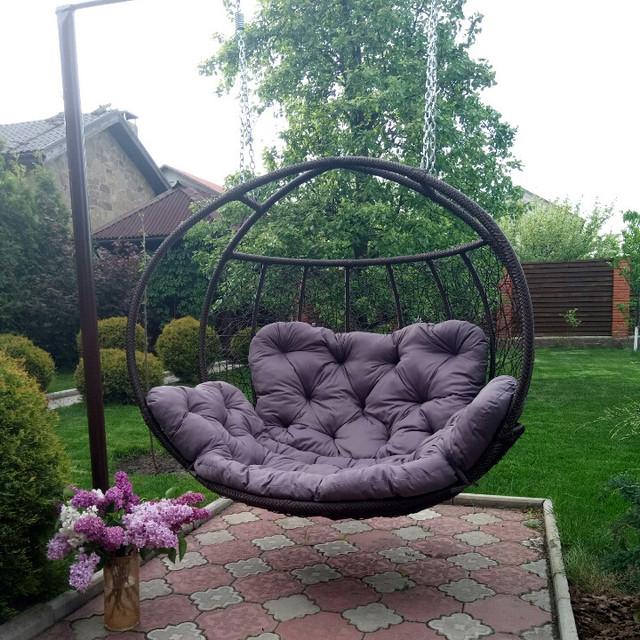 Двухместное кресло качели в сад