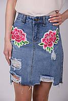 Молодёжная джинсовая юбка на молнии с нашивкой трапецией высокой посадки