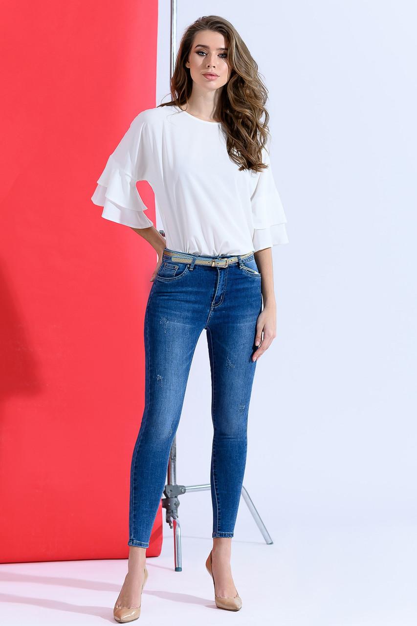 Зауженные джинсы классического цвета