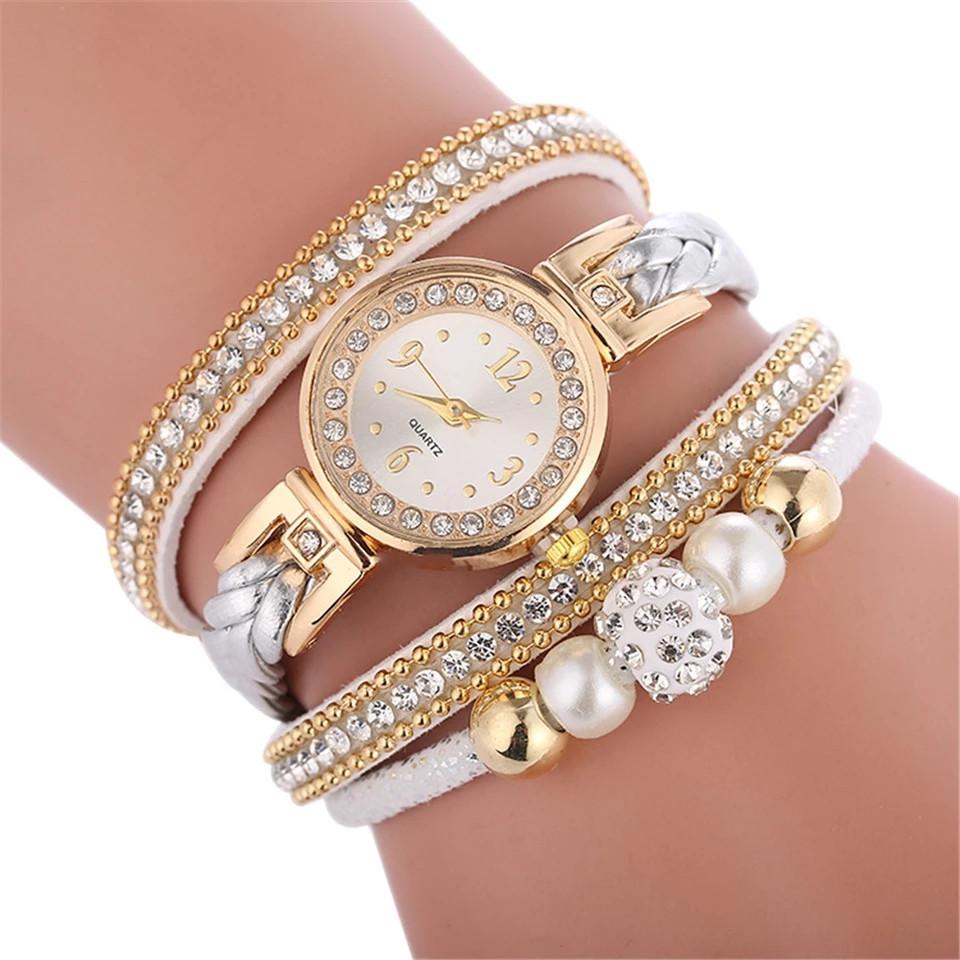 Женские наручные часы-браслет со стразами.
