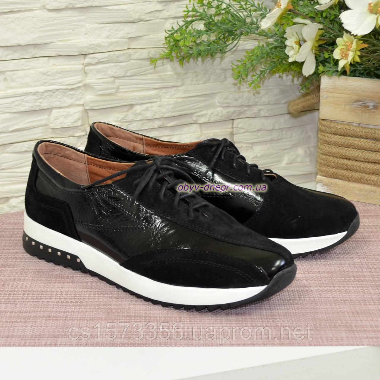 Спортивные женские туфли кожаные с лаковыми вставками от производителя.