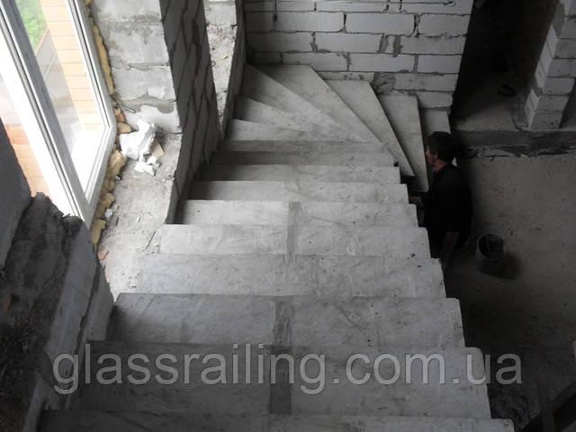 Lestnica betonnaya gladkopodshitaya