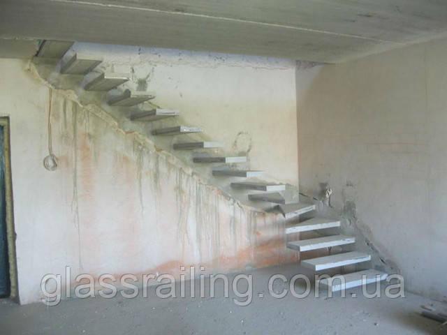 Lestnica betonnaya konsolnaya
