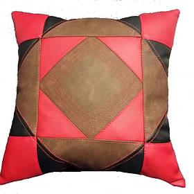 Декоративная подушка в стиле печворк с узором квадрата в круге