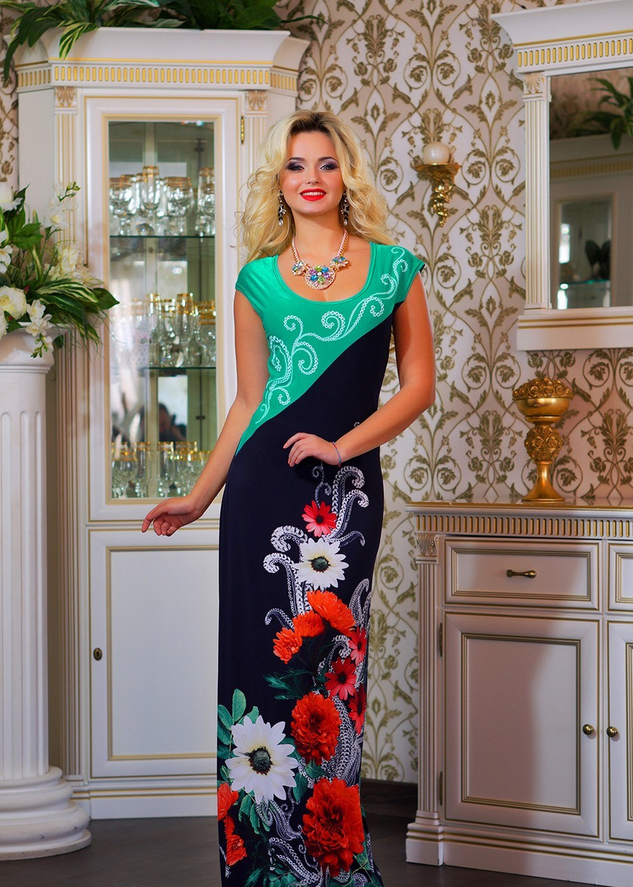 Красивое платье с цветочным орнаментом