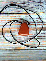 Камень на шнурке | Красная яшма оберег | Натуральный камень с отверстием