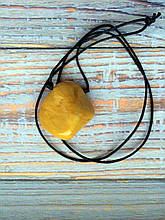 Камінь на шнурку   Жовта яшма оберіг   Натуральний камінь з отвором