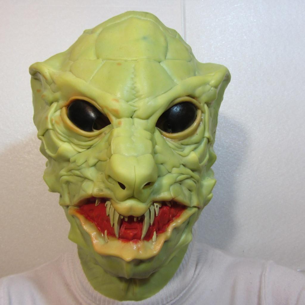 Маска кобры на Хэллоуин