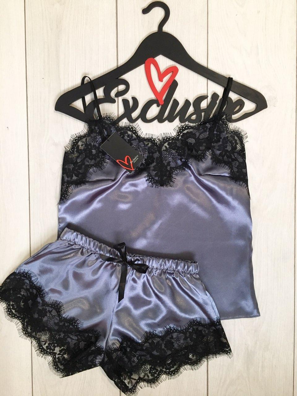 Атласная пижама майка и шорты с черным кружевом