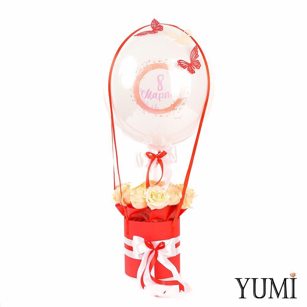 Композиция flowerbox: Шар Bubble с бабочками и шариком 8 Марта внутри и красная коробка с розами