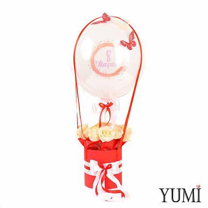 Композиция flowerbox: Шар Bubble с бабочками и шариком 8 Марта внутри и красная коробка с розами, фото 2