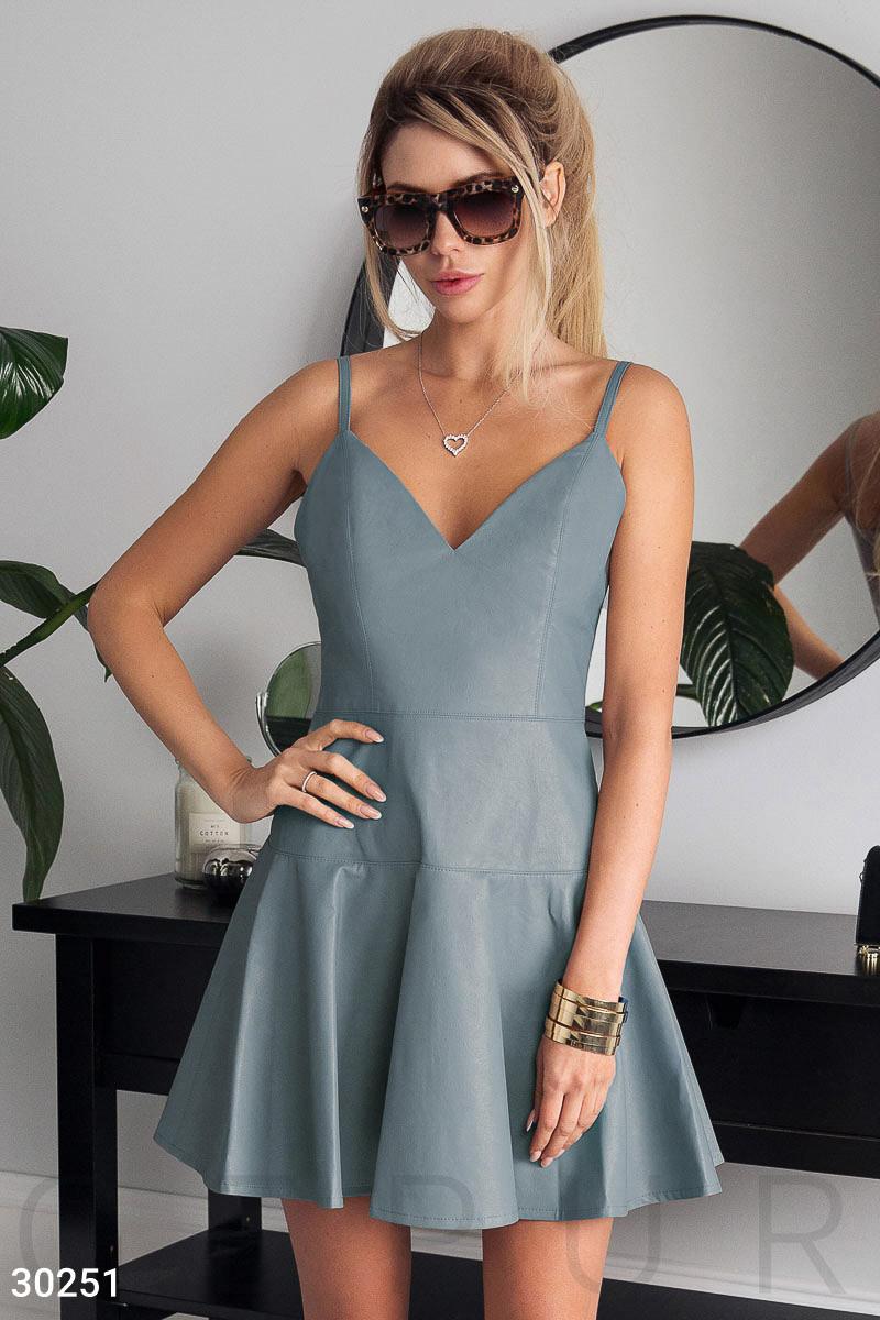 Модное платье мини юбка клеш без рукав на бретелях кожа голубого цвета