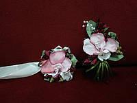 Свадебные бутоньерки (бутоньерка на пиджак и цветочный браслет) розовые с бордовым (марсала))