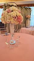 Стеклянная ваза с цветочной композицией , фото 1
