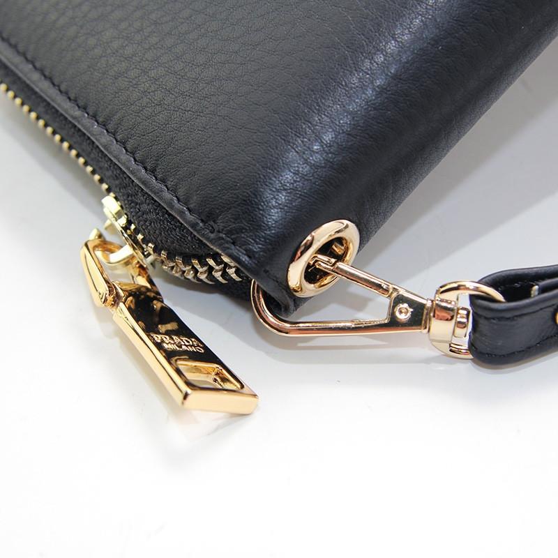 50148d344d10 Кошелек кожаный женский на молнии черный Prada 3002-01- купить по ...