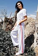Белые широкие трикотажные брюки ALEX с лампасами и боковыми разрезами