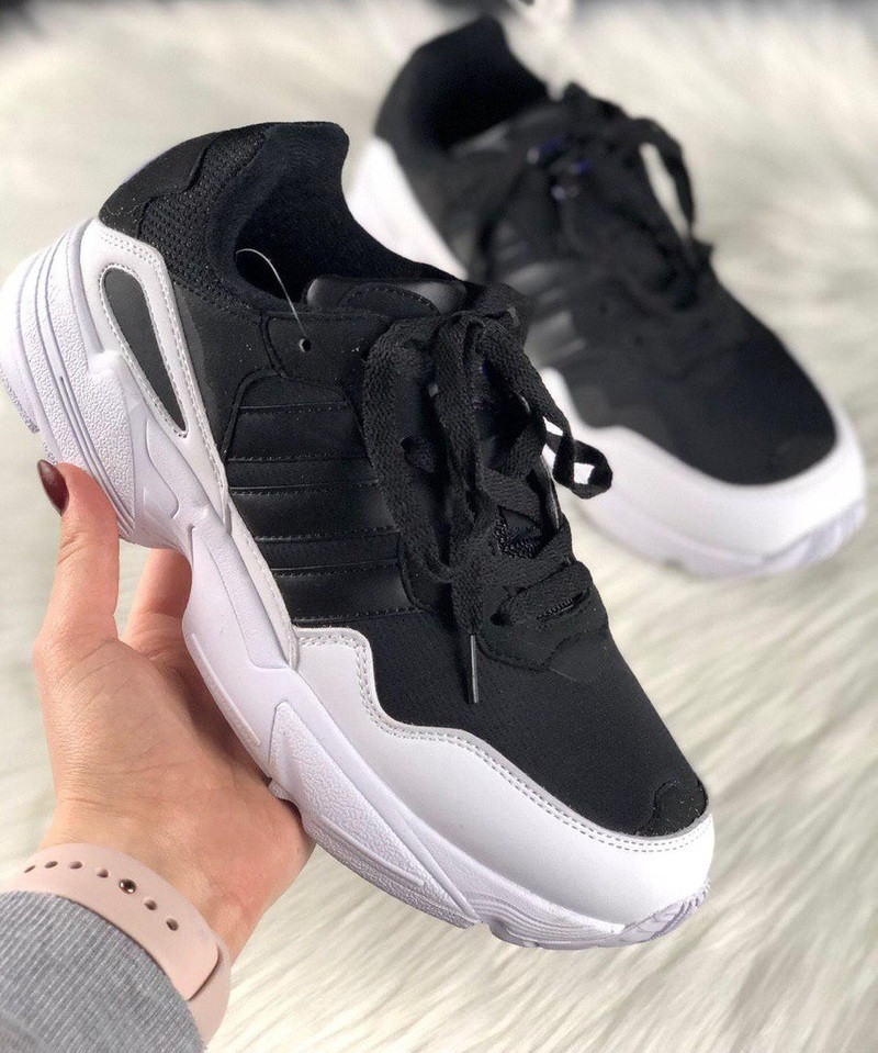 Женские кроссовки Adidas yung 95 black white. Живое фото (Топ реплика ААА+)