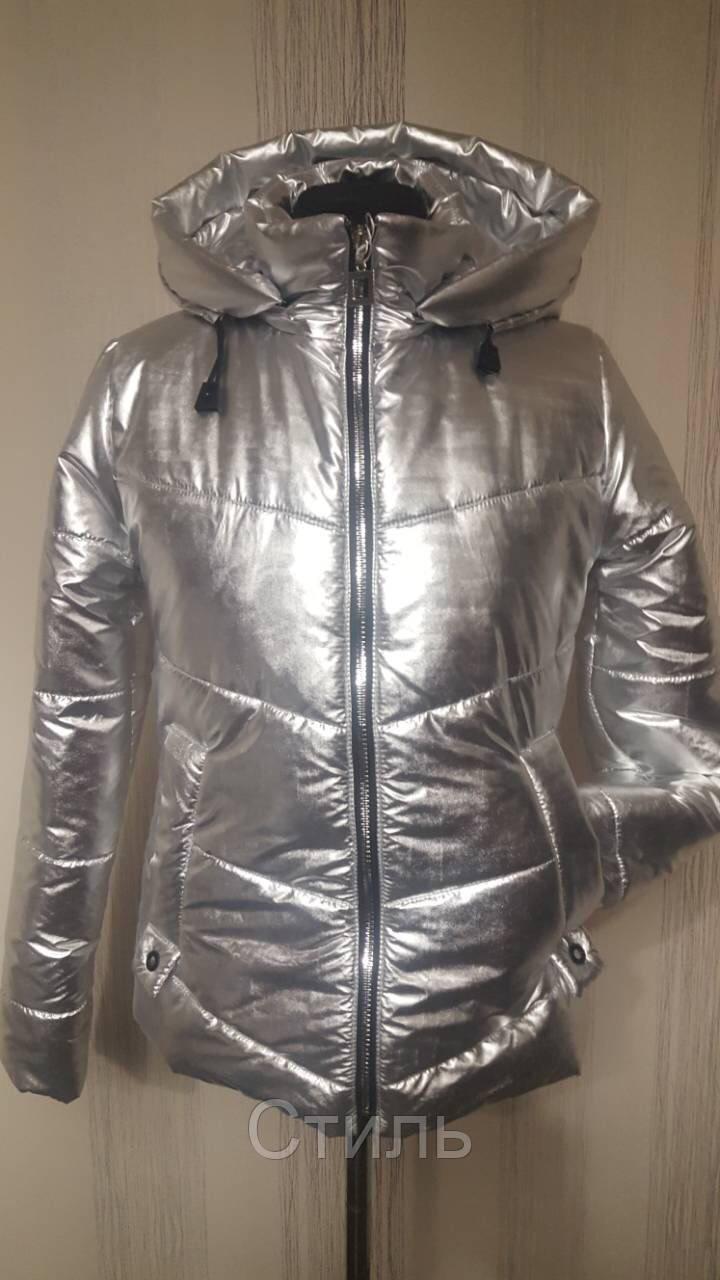 Модная женская куртка весенняя с капюшоном короткая