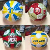 Футбольні м ячі клубів та збірних