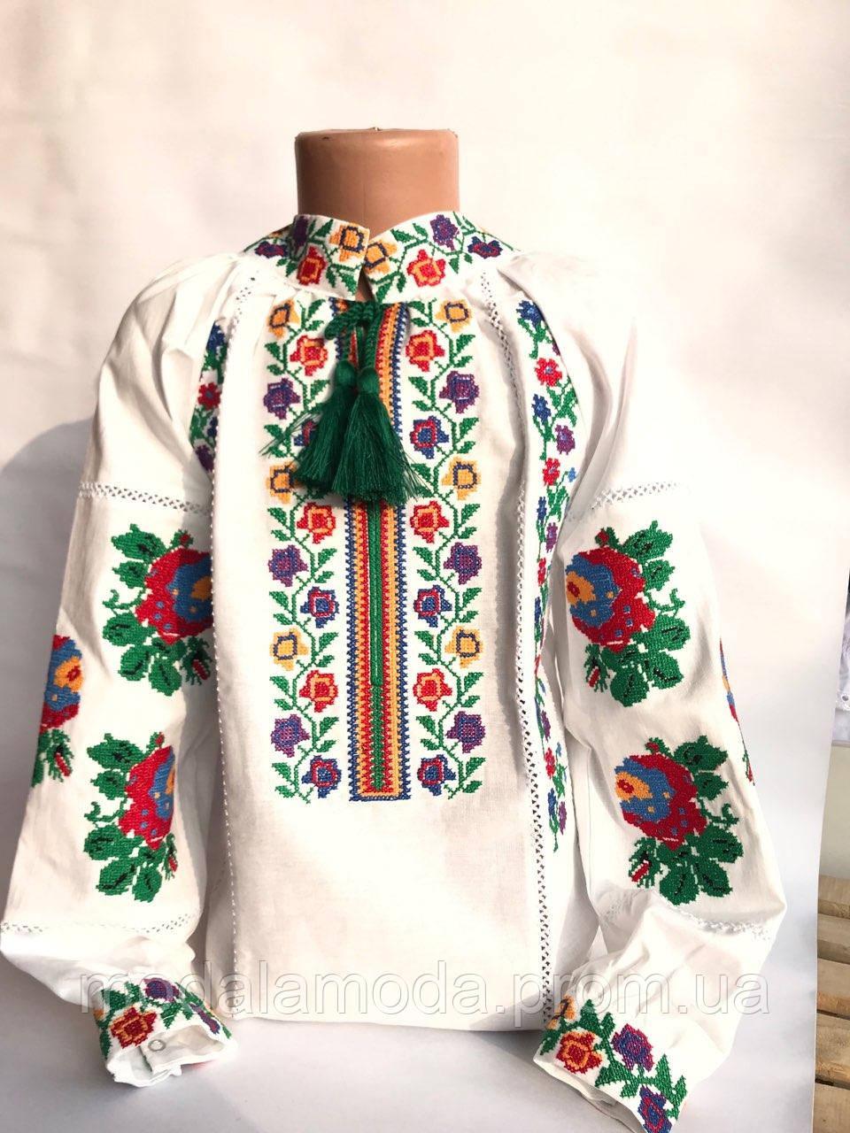Вышиванка для девочки со красными цветами