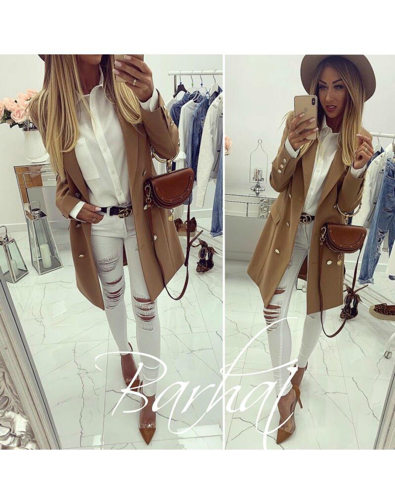 Стильное женское пальто на пуговицах