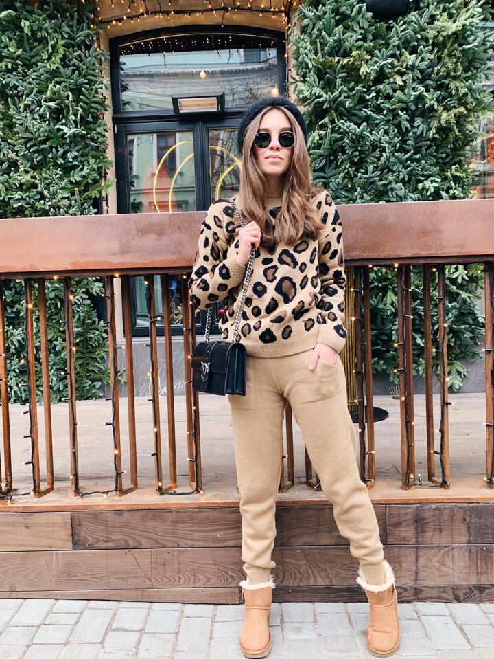 Костюм  женский вязаный штаны и кофта с принтом леопард