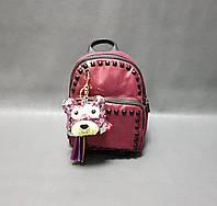 Мини рюкзак для девочки с брелком цвет бордо