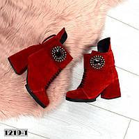 Женские замшевые ботинки красного цвета