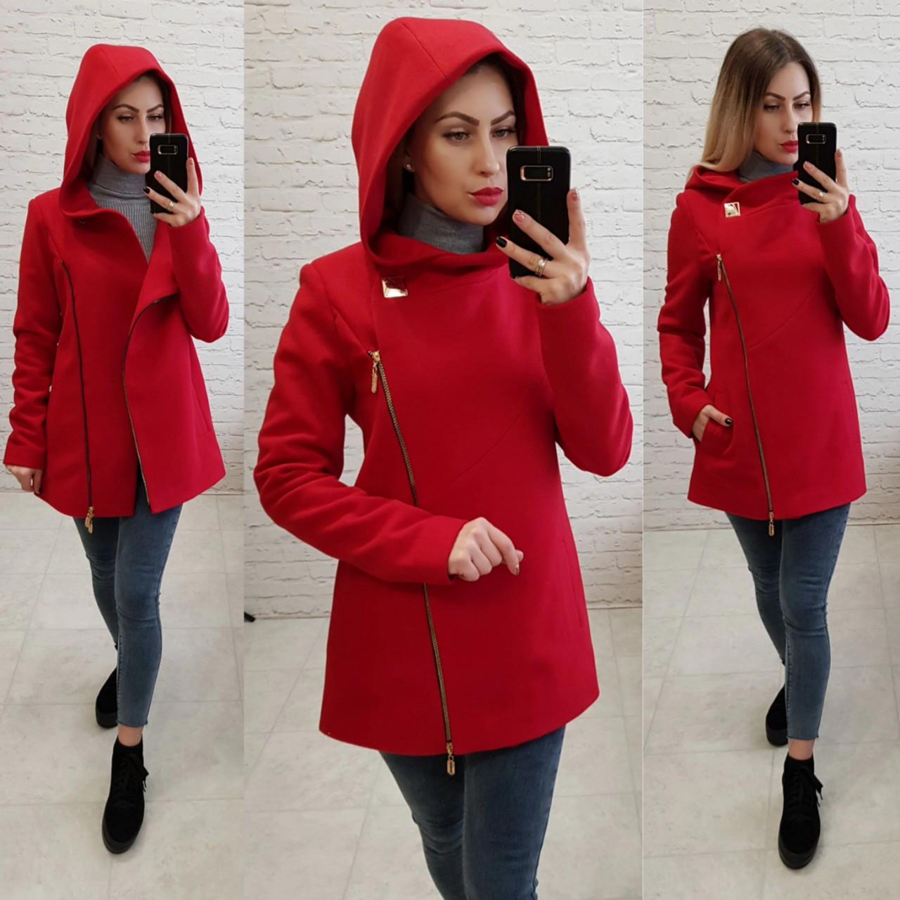 Короткое пальто женское с капюшоном, модель  156, красный