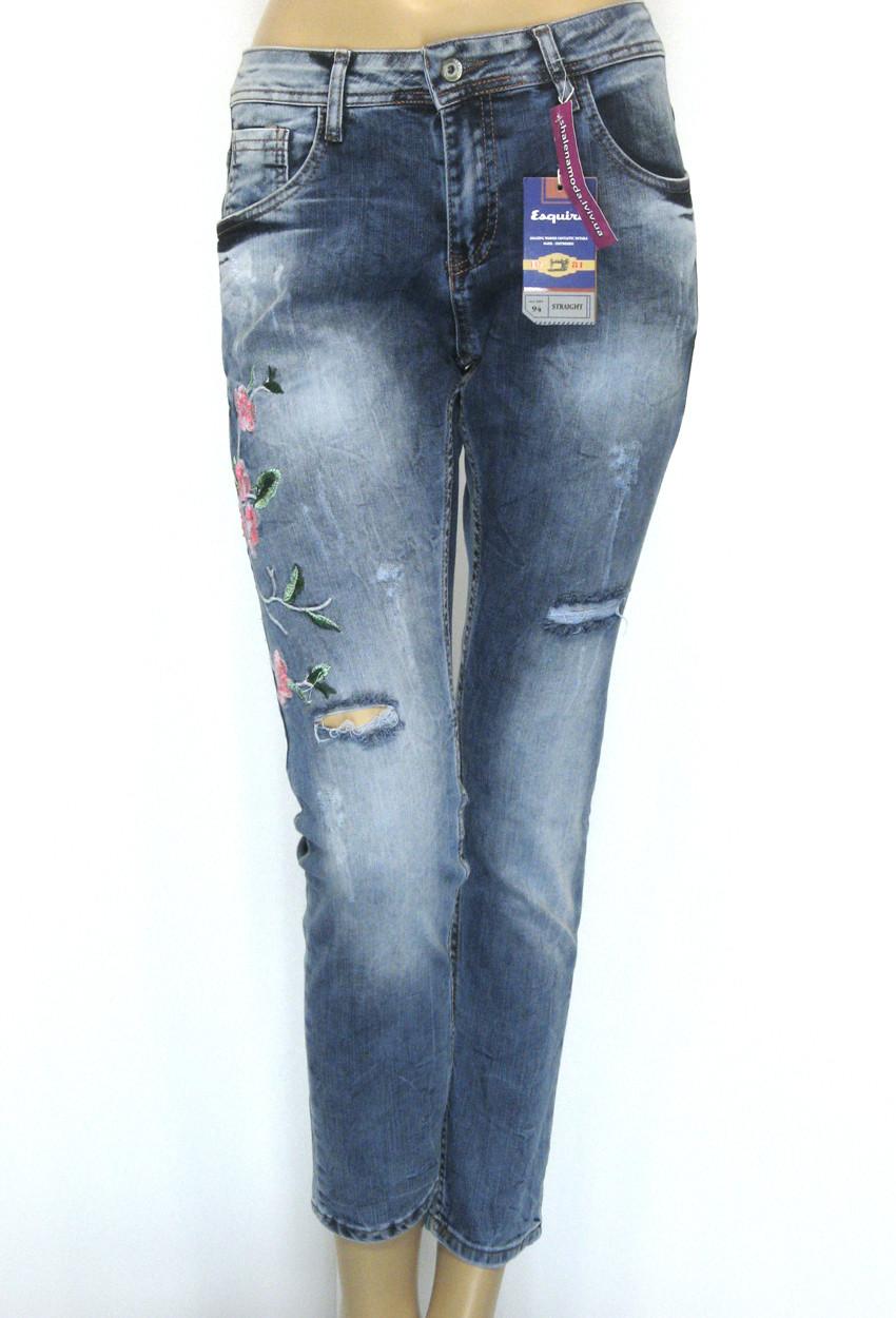 Женские джинсы бойфренды с вышивкой  Esquire