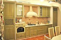 Кухня с деревянными фасадами, фото 1