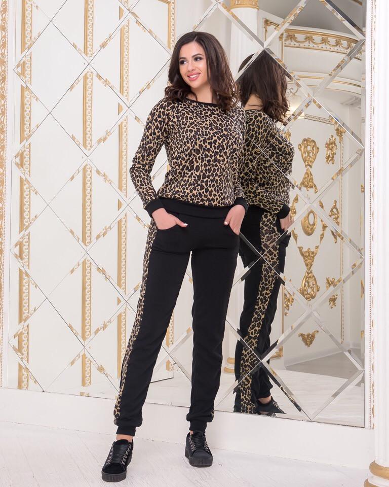 Женский трикотажный костюм с леопардовым принтом